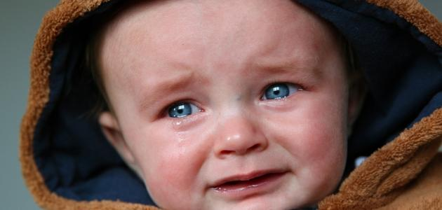 ما سبب بكاء الطفل