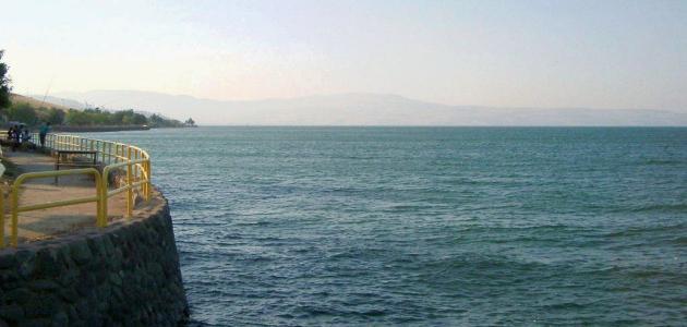 كم عمق بحيرة طبريا