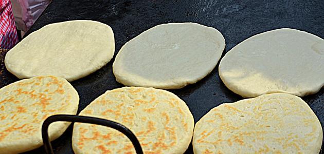 أسهل طريقة لعمل الخبز