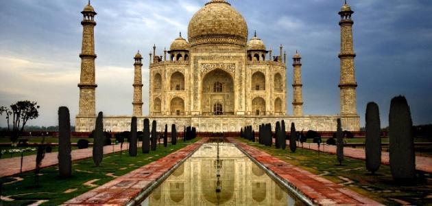 في أي مدينة هندية يقع تاج محل