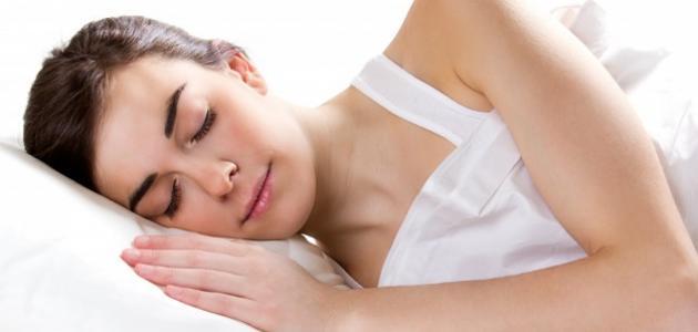 فوائد النوم مبكراً للبشرة