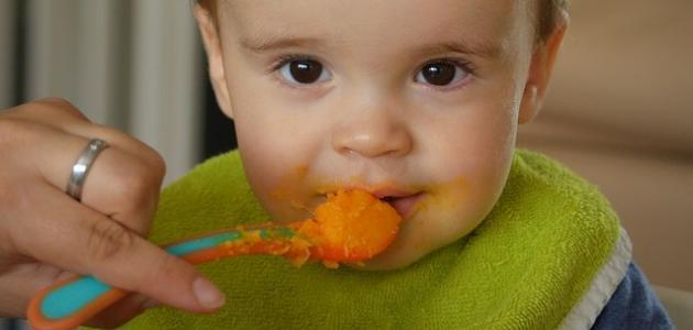 في أي شهر أطعم طفلي