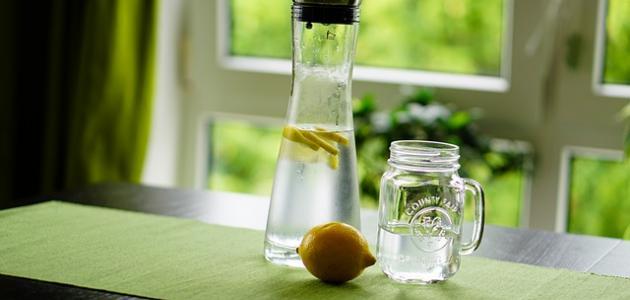 فوائد شرب الليمون علي الريق