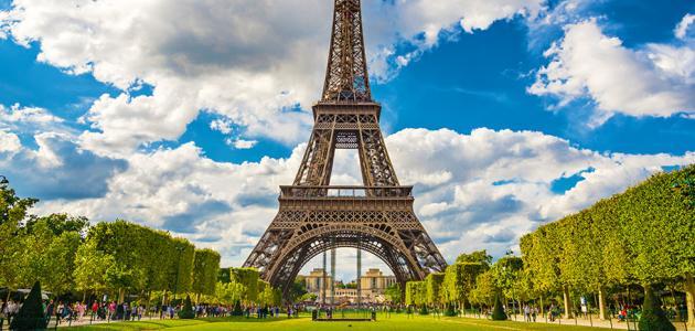 كم دولة تحيط بفرنسا