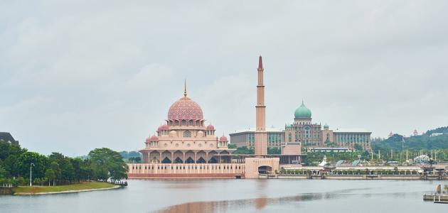 كم عدد ولايات ماليزيا