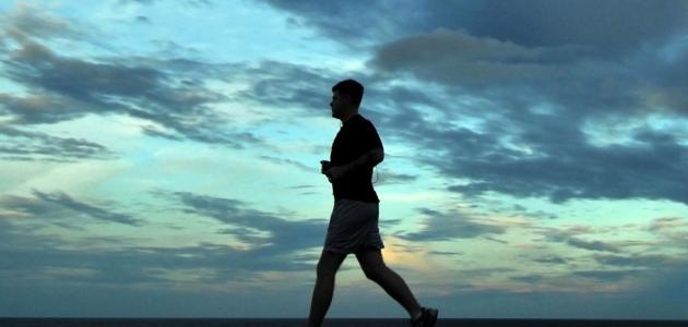 فوائد رياضة المشي صباحاً