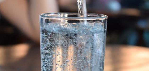 فوائد شرب كوب ماء على الريق
