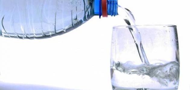 فوائد شرب الماء على ثلاث دفعات