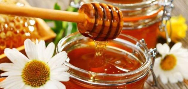 فوائد العسل للشعر المتقصف