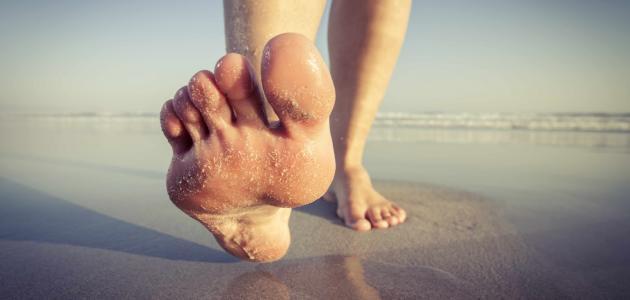 فوائد طبية للمشي حافي القدمين