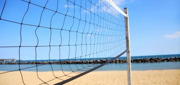 كم طول شبكة كرة الطائرة