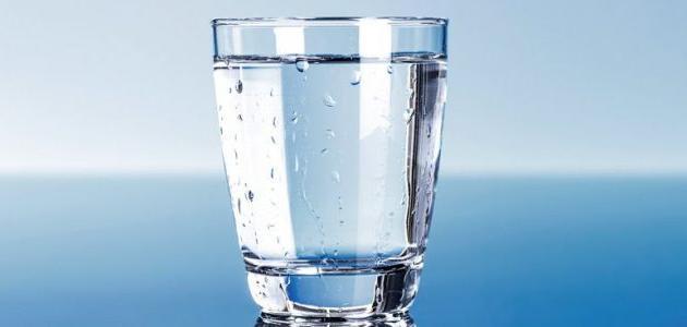 ما فائدة شرب الماء قبل النوم