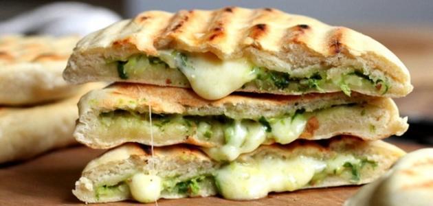 طريقة عمل خبز الصاج بالجبن