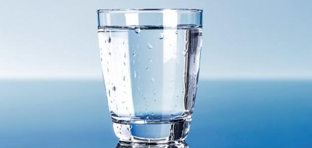 فوائد شرب أربع كؤوس ماء على الريق