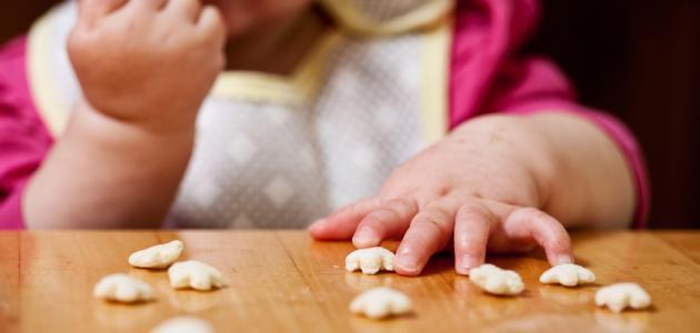 كم عدد وجبات الطفل في الشهر الخامس
