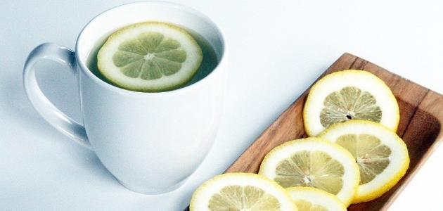 فوائد عصير الليمون الدافئ على الريق