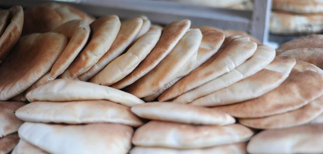 عمل الخبز بالفرن