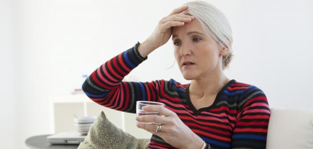 أعراض انقطاع الدورة في سن اليأس