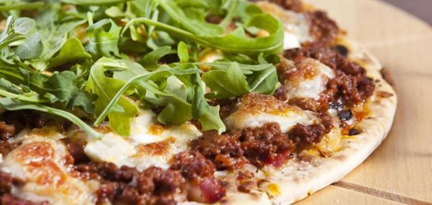 أسهل طريقة لعمل البيتزا باللحمة المفرومة
