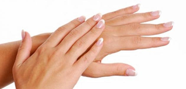 الفيتامين المسؤول عن تشقق الجلد