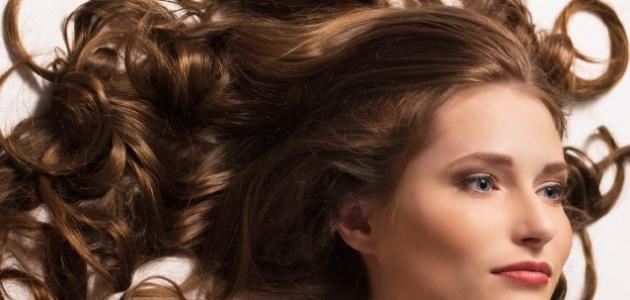 الفيتامين المسؤول عن كثافة الشعر