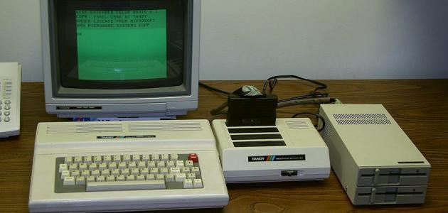 مراحل تطور شكل الحاسوب