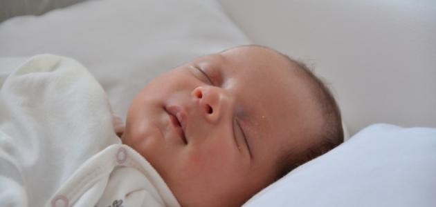 طريقة النوم الصحيحة للطفل الرضيع