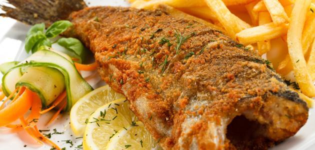 أطباق من السمك المقلي