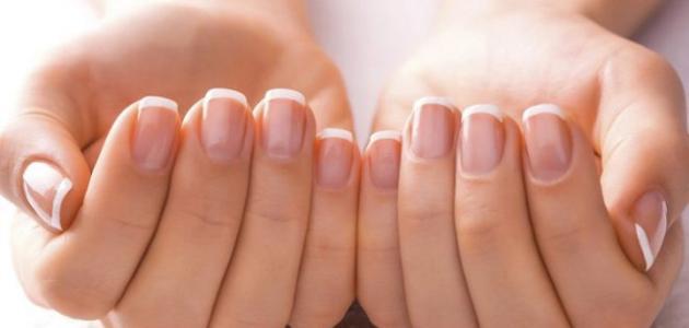 سبب ظهور اللون الأبيض على الأظافر