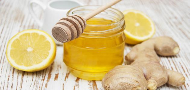 فوائد وضع مزيج العسل والزنجبيل على السرة