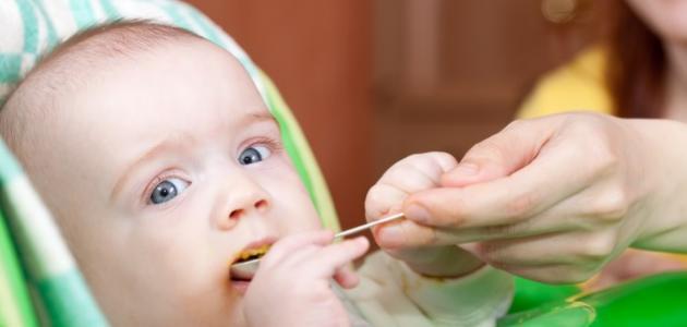 طريقة إطعام الطفل