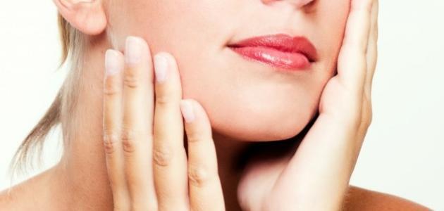 طريقة تنعيم بشرة الوجه