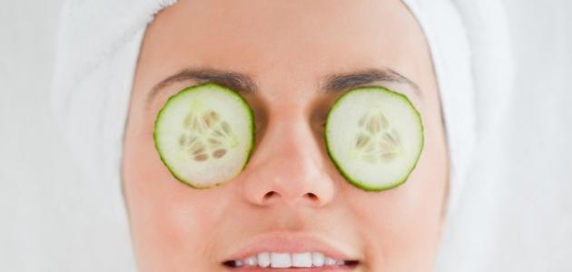 طريقة تفتيح حول العينين