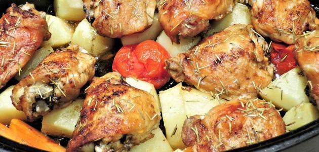 طريقة عمل صينية البطاطس بالفراخ والطماطم
