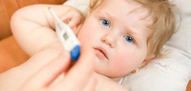 نصائح للأم عند ارتفاع درجة حرارة طفلها - فيديو
