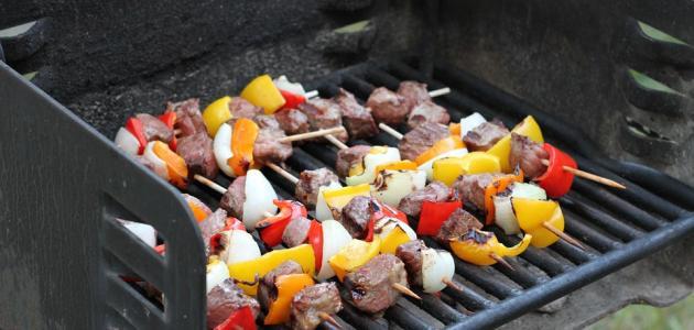 طريقة شوي لحم الغنم على الفحم
