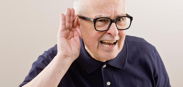 لماذا يحدث فقدان السمع - فيديو