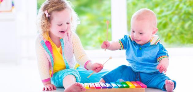 مراحل نمو الطفل من سنة إلى سنتين