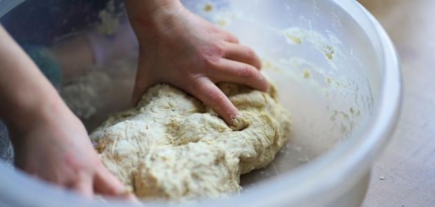 طريقة عمل عجينة الخبز