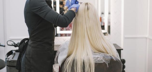 طريقة صبغ الشعر بلاتيني