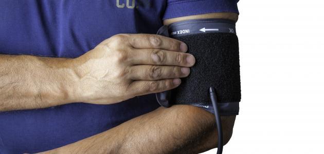قياس الضغط من اليد اليسرى