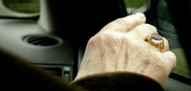 طريقة للتخلص من تجاعيد اليدين