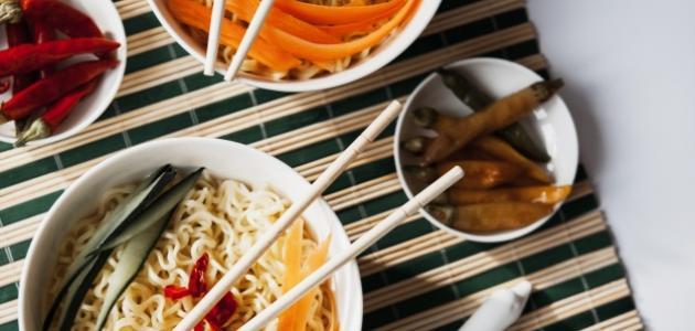 طريقة النودلز الصيني بالدجاج