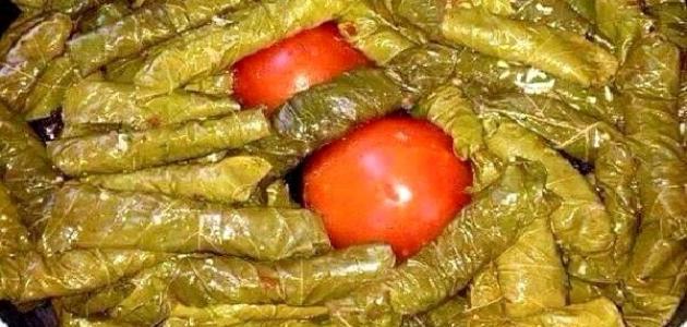 طريقة ورق العنب بالصلصة الحمراء