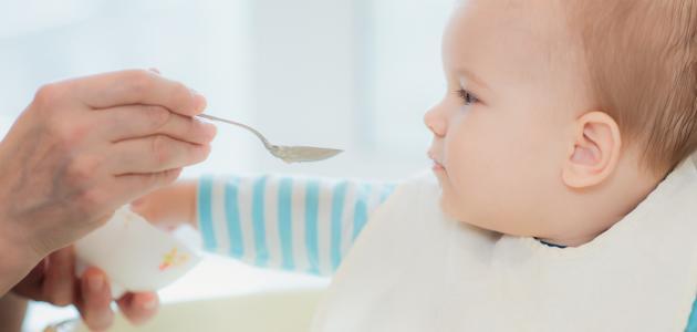ماذا يأكل الطفل ذو الأربعة أشهر موضوع