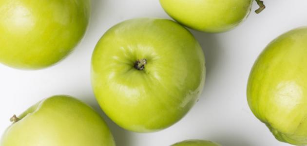 فوائد أكل التفاح الأخضر على الريق