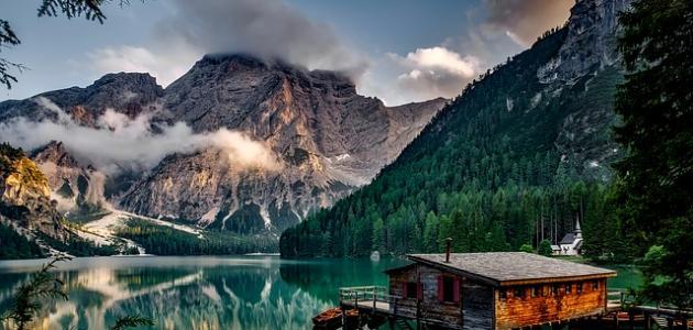 كم عدد البحيرات في إيطاليا
