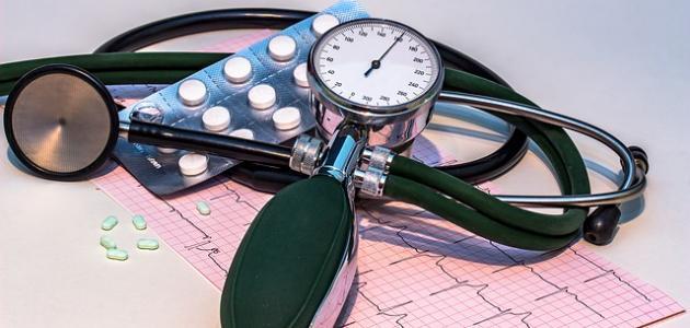 ما هي أعراض ضغط الدم المرتفع والمنخفض
