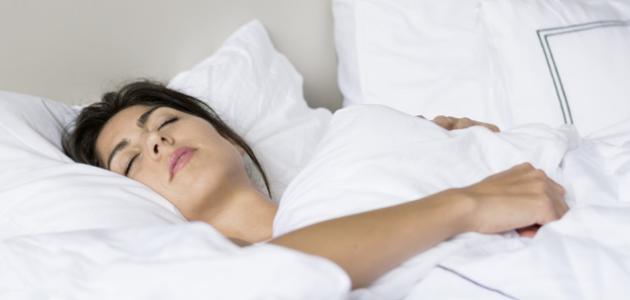 طريقة النوم الصحيحة للحامل في الشهر الثالث