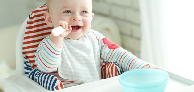 ماذا يأكل طفل الخمس شهور